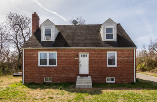 Recently updated 2nd floor apartment with fresh carpet and paint. Priced just right and a perfect location close to I95.